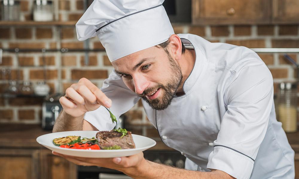 Đầu bếp - Công việc lương cao phổ biến để tìm việc làm thêm